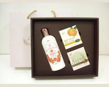 玫瑰沐浴乳300ml*1+嫩白皂*40g*2個禮盒(皂香味隨機)
